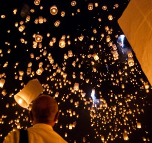 Yi_peng_sky_lantern_festival_San_Sai_Thailand